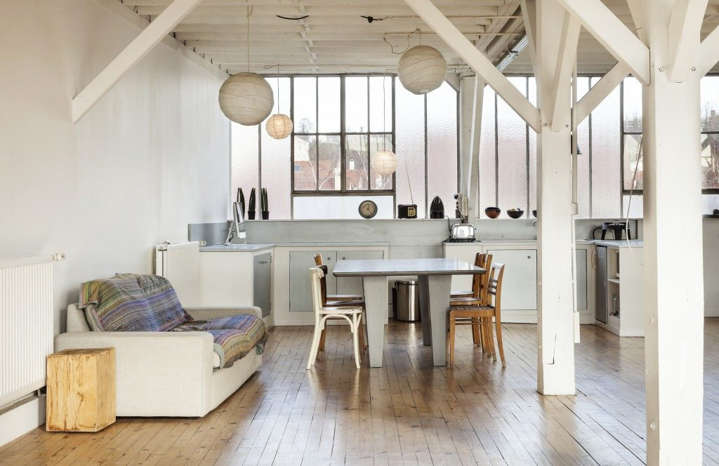 wide room of loft beams and wooden floor